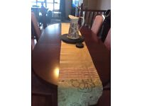 Mahogony extending dining room table and 6 chairs. Measures 152cm x 96 cm. and 198 x 96 total