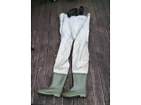 Waders size 10 used once very good condition