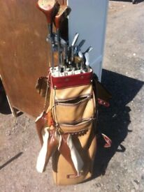 Tom Auchterlonie (St Andrews) set of golf clubs and bag