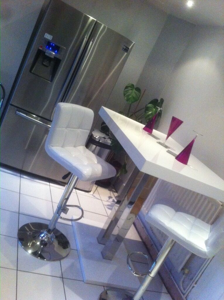 Amazing White Gloss Bar Table And 4 High Quality Hygena Stools