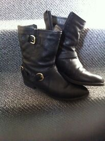 Monsoon boots black on zip