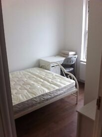 DECENT DOUBLE BEDROOM WITH EN-SUITE TO LET TO SINGLE PERSON IN WEST EALING HIGH STREET W139HY