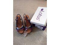 Ladies Lotus Sandals Size 7