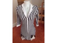 STRIPED TOP GREAT FOR MISS BEETLEJUICE WEAR WITH SHORTS OR LEGGINGS SIZE 8/10