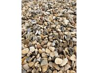 20 mm Cotters gold garden and driveway chips/ stones