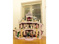 PLAYMOBIL VINTAGE FAIRYTALE CASTLE PALACE WITH FIGURES, ACCESSORIES & INSTRUCTIONS.