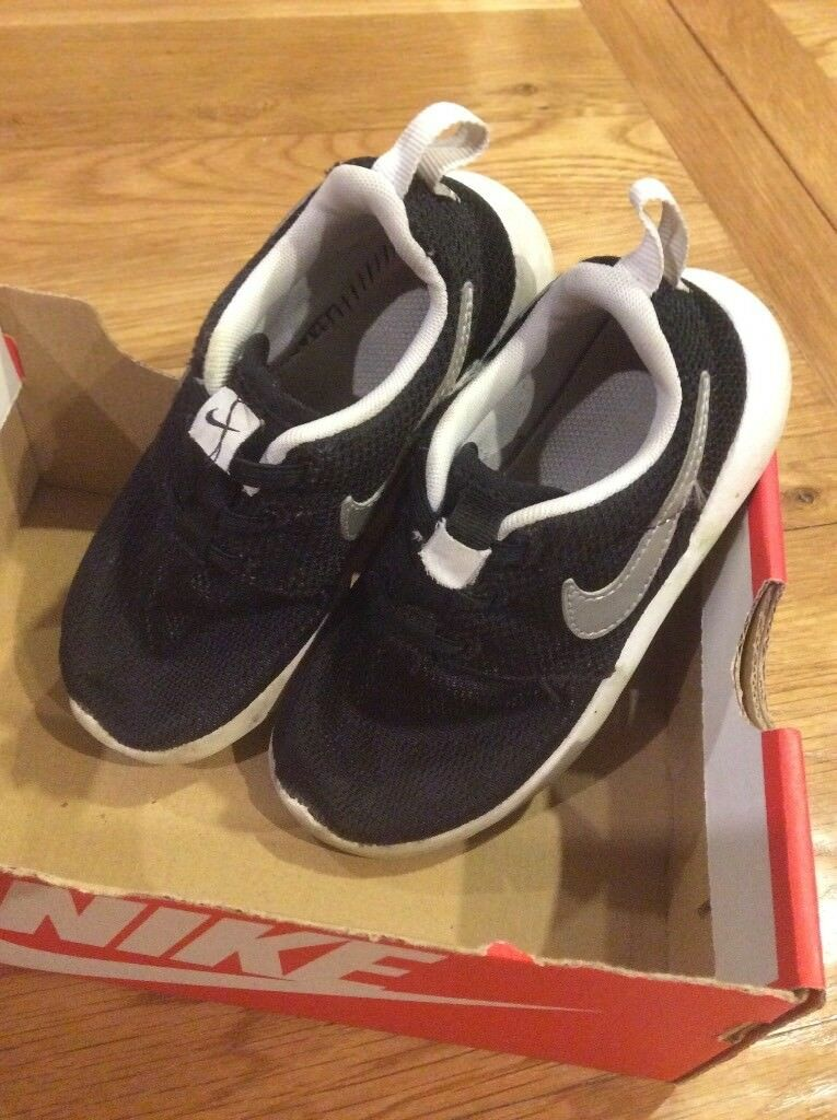 Nike Roshe size infant 10.5.