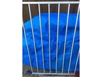 A good condition baby dan spare panel and rod ideal for extending playpen. Also a hexagon mat