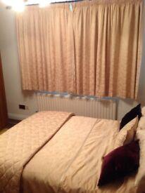 DORMA KINGSIZE BEDSET, with matching curtains - beautiful