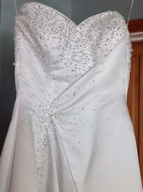 Full length Wedding Dress by Maggie Sottero Haute Couture Size 6 outstanding detail must go £300