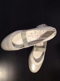 Air active Clarks size 8 shoes