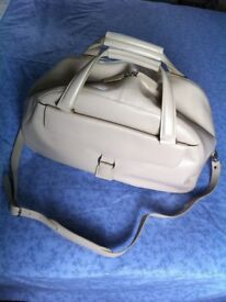 M & S CREAM LEATHER HOLDALL