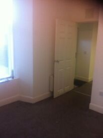 1 bedroom ground floor flat, DG / electric heaters,electric cooker and shower.Fully carpeted.