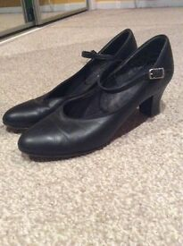 CAPEZIO Character Shoes/ New Yorkers