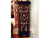 A glass cabinet and 32 crystle pieces