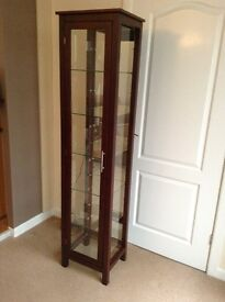 Display cabinet (like new) with back mirror and top spot light