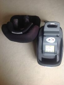 Maxi Cosi Pearl car seat with Isofix base