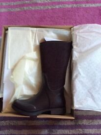 New Ugg wellies in box, size 6.5 but more like a 6.