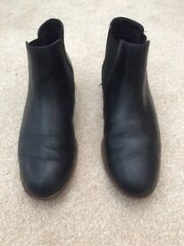 Clarks Taylor shine black ankle boots rrp£65 selling for £25 size 7 collection only