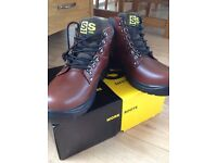 BNIB work safety boots size 8 padded