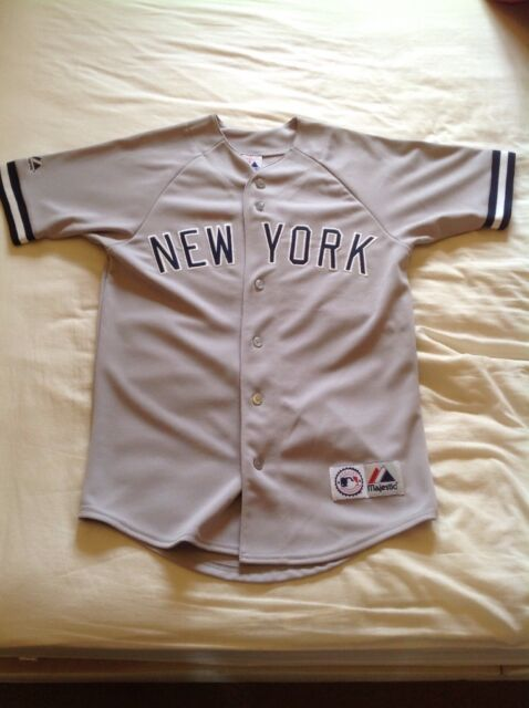 a5937db9d2a New York Yankees Baseball Jersey - size Small