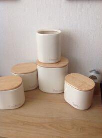Kitchen storage set