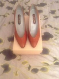 Roland Cartier , low heeled court shoes size 7