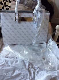 Guess tote bandag brand new