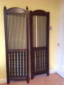 Two Oakes Stained Screens