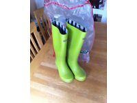 Green Wellington Boots (women's,, size 5)