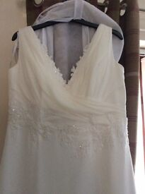 Heidi Hudson Wedding Dress size 14/16