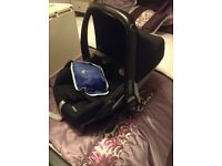 Maxi cosi pebble black car seat with newborn insert and rain covers