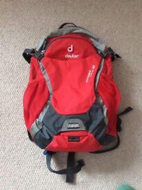 749240c813 Immaculate Deuter Cross Bike 18 Cycling Rucksack  Backpack with aqua pack.
