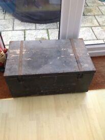 Storage trunk / coffee table / curiosity