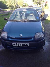 Renault Clio Grande 2000, petrol manual car and 10 Months MOT.