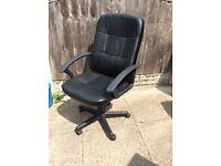 Black swivel computer/office chair