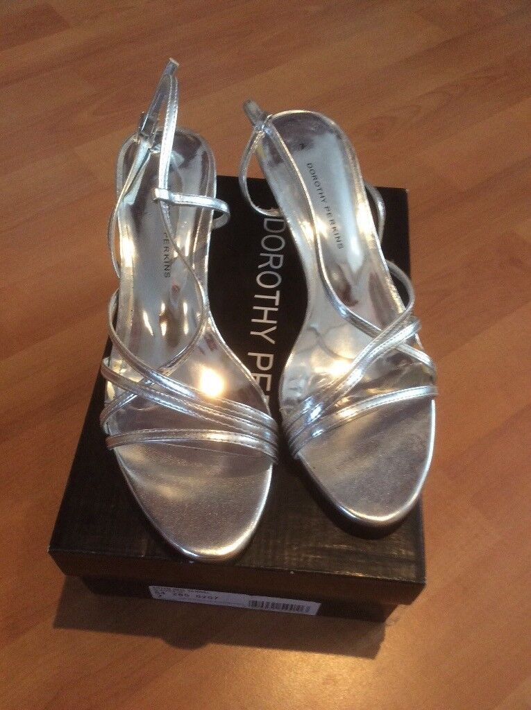 LADIES SILVER SANDALS SIZE 7, WORN ONCE £4.00