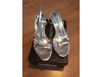 LADIES SILVER SANDALS SIZE 7 (DOROTHY PERKINS) WORN ONCE £6.00 ono