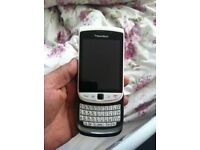 Blackberry torch 9800 unlocked black and whit looks new fully working
