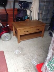 Modern oak coffee table with drawer g.c