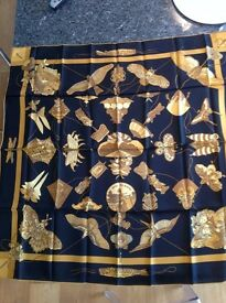 """Hermes Scarf """"Soies Volantes"""" Navy & Gold Brand new"""