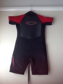 Child's shortie wetsuit age 5-6years (2.5mm black/red)