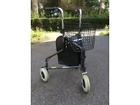 Three-wheel mobility aid / walking frame, with basket