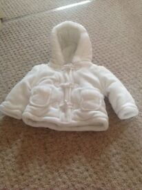 WHITE DUFFLE COAT WITH HOOD SIZE 6-9 MONTHS