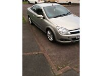 09 Vauxhall Astra Twintop, low mileage, great service history.