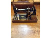 Lovely singer sewing machine in box with lockable key