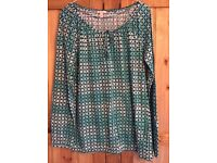 SPRIT top. Size large (14). Excellent cond hardly worn. Bargain!