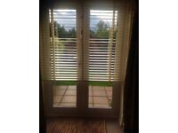 Beautiful cream Venetian blind. Size on photo in inches