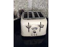 Delonghi 4 slice toaster in white