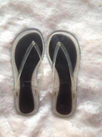 As new sturdy size 7 flip flops